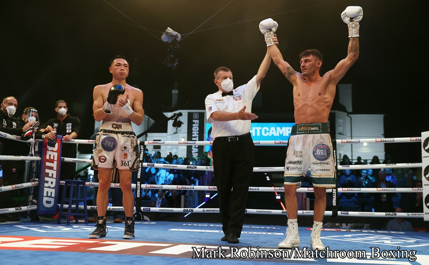 2021年8月1日(日本時間)イングランド・エセックスで開催されたWBA世界フェザー正規タイトル戦、王者シュ・ツァン徐燦(中国)vs同級12位リー・ウッド(イギリス)の試合結果は、序盤から下がりながら的確にヒットを奪ったリー・ウッドが12ラウンドにダウンを奪い最後はれふりストップで12ラウンドTKO勝利を収め、WBA世界フェザー正規タイトルを獲得した。 王座獲得したリー・ウッドは戦績を25勝12KO2敗とした。