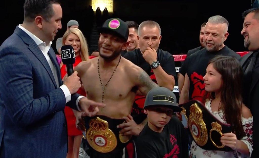 4ラウンド挑戦者アンドリュー・カンシオがボディで3度ダウンを奪い、大逆転TKO勝利を収めた。